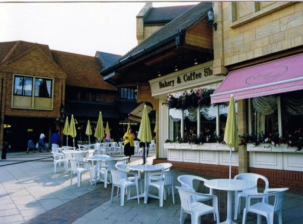 coffee shop exterior 1 600x443 Creative Coffee Shop Design Ideas