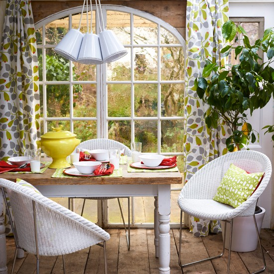 Vibrant Floral And Tropical Prints Are Perfect For Your Garden Dining Room Mix Vintage With Contemporary To Give A Complete Comfortable Feel