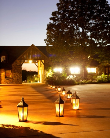 Illuminate the walkway to the reception with antique lanterns or you can use tea lights along the line to aisle and create a  romantic and classy ambiance