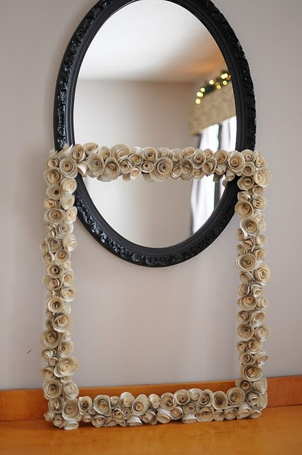 Felt Roses Mirror Frame 10 Creative Mirror Frame Ideas   DIY