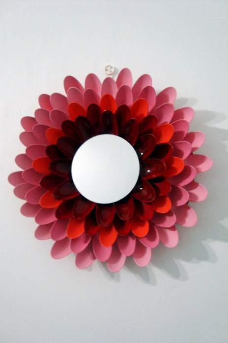 Flower Frame 10 Creative Mirror Frame Ideas   DIY