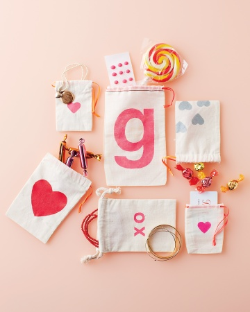 Stenciled Gift Bags Valentines Day Craft Ideas