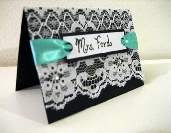 Elegant table cards with lace