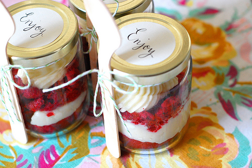 used mason jars filled flavored cupcakes as your wedding cake