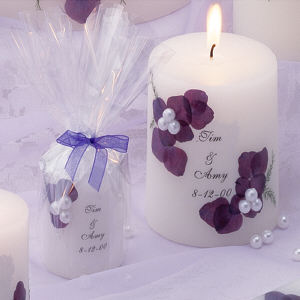 Scented candles can be displayed inside the house, you can personalize this favor easily