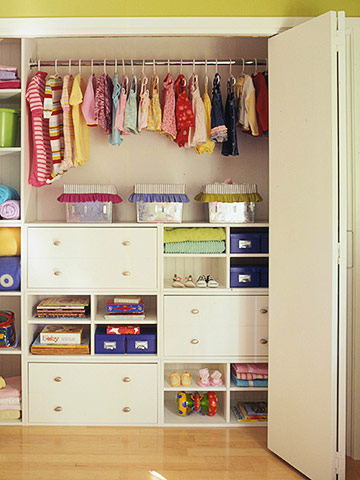 Two Sharing A Closet, A Strategic Design Can Keep Peace. Give Custom  Storage Area To Each, Center Tower Drawers Can Be Labeled To Show  Designated Sections.