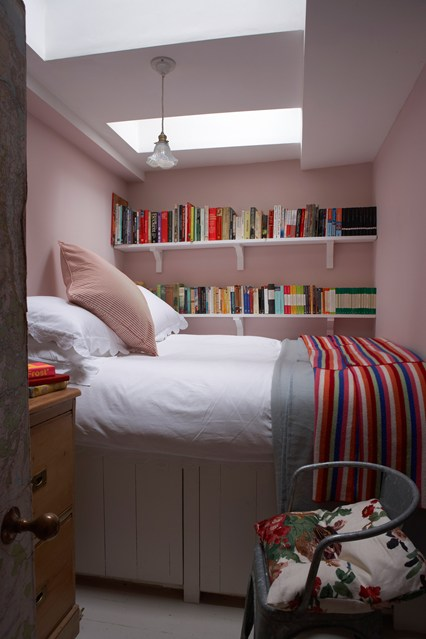 smart solutions small apartments creative ways to make your small bedroom look bigger hative
