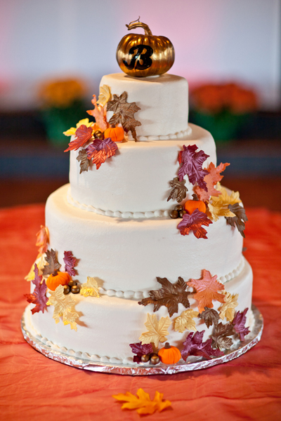 Just like Golden jewel ton in the theme, add a glided pumpkin cake topper to the cake splashed with autumnal leaves.