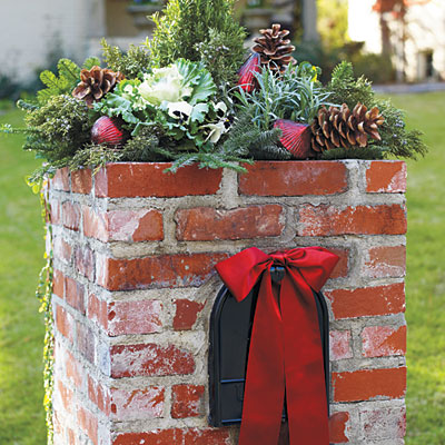 use natural elements as decorating theme - Natural Outdoor Christmas Decorations