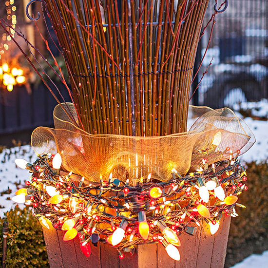 Outdoor christmas decorations for Simple outdoor christmas decorations