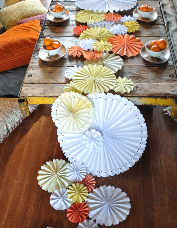 Table Runner With Magnolia Leaves