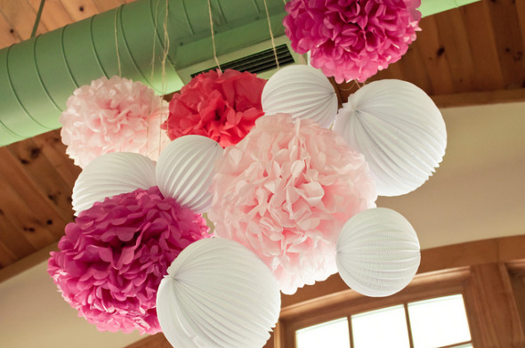 Paper Pom Poms 590x391 Hipster Style Home Decor Ideas