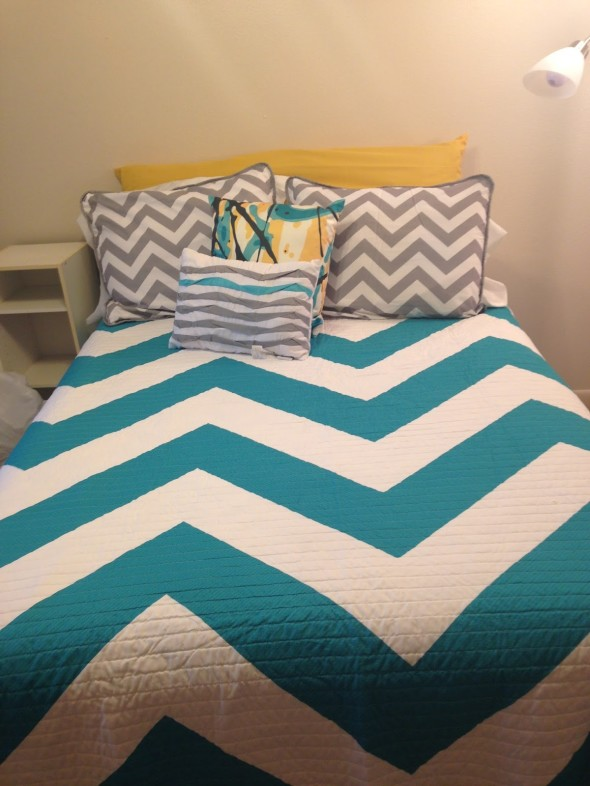 Chevron Bedding 2 590x786 Decor Trends   Chevron Pattern