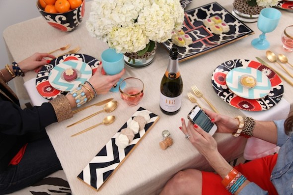 Chevron Tablescape 590x393 Decor Trends   Chevron Pattern