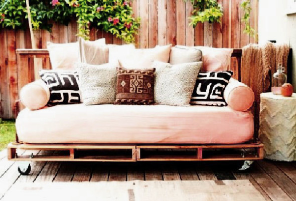 Daybed 4 590x401 Daybed Designs, Ideas & Decor