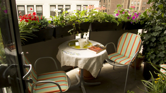 Balcony decorating ideas for Apartment patio garden design ideas