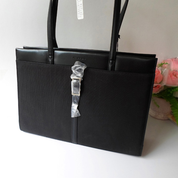 Business Bags - Will enhance your personality and give you look of success oriented businesswoman corporate gift ideas