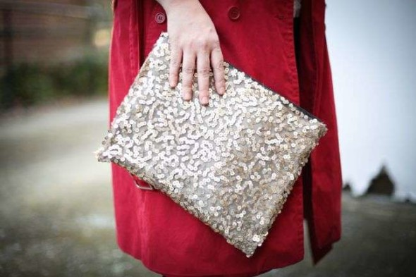 This lovely DIY sequin clutch is the perfect way to turn an ordinary piece of accessory into something bold