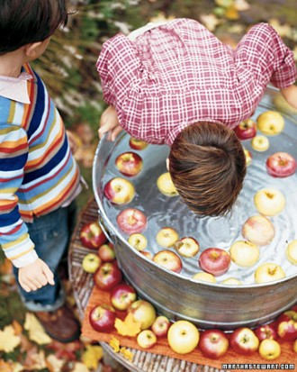 Easy Halloween Games- Bobbing the Apples
