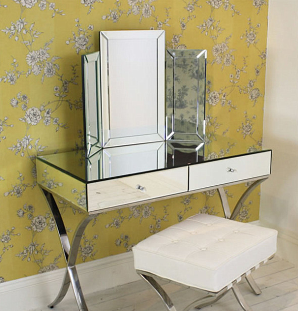 Mirrored dressing table combined with mirrored chairs help you decorate dark corner with reflected light