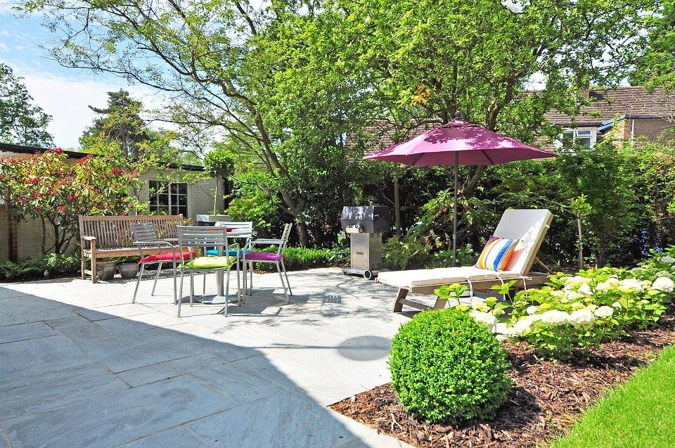 Preparing Your Yard for Entertaining Guests