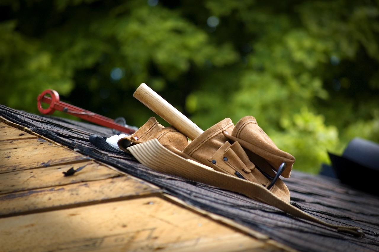 How to Perform a Background Check on a Roofing Contractor